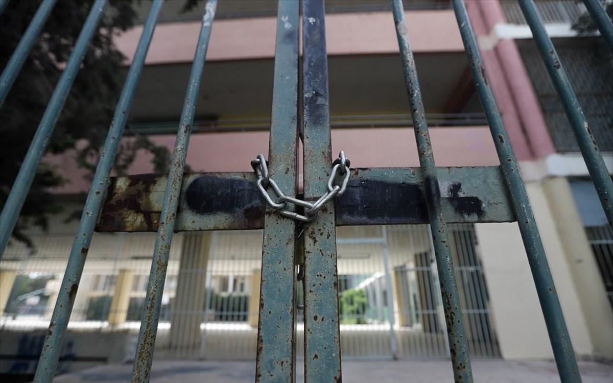 Σχετικά με το δεύτερο lockdown, το κλείσιμο των σχολείων και την εξ αποστάσεως