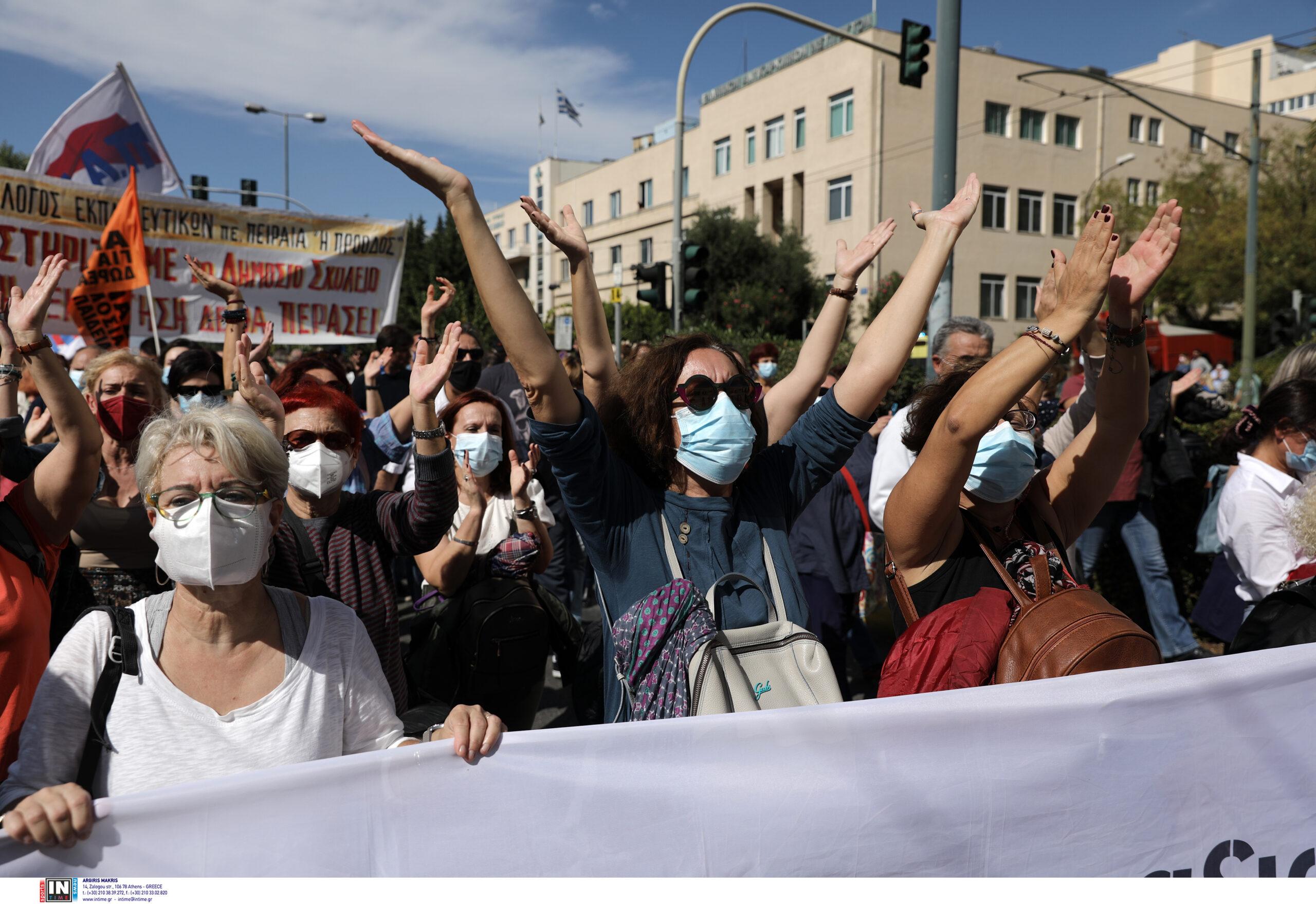 Μεγαλειώδης η πορεία των εκπαιδευτικών στο κέντρο της Αθήνας.